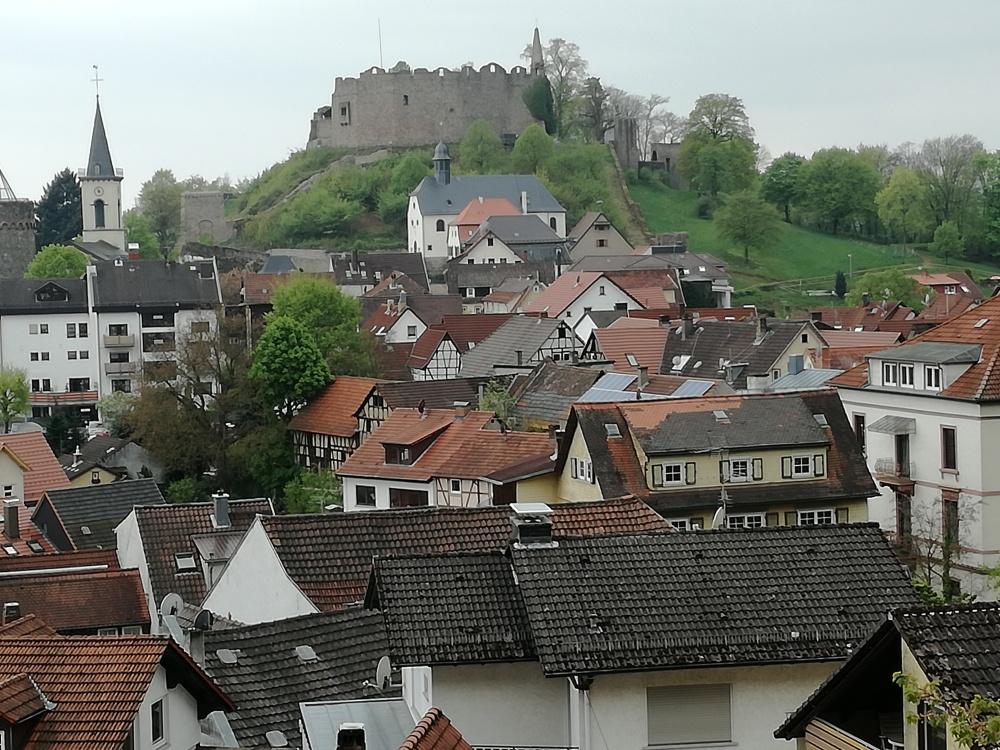 Blick vom Nibelungensteig auf Lindenfels und die dazugehörige Burg