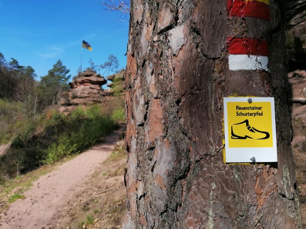 Wegzeichen auf dem Hauensteiner Schusterpfad